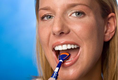 jak czyscic jezyk dentysta warszawa praga