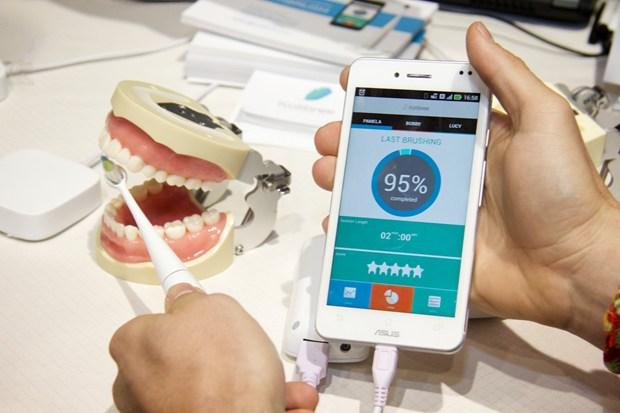 Elektryczna szczoteczka Kolibree z aplikacją na smartfona