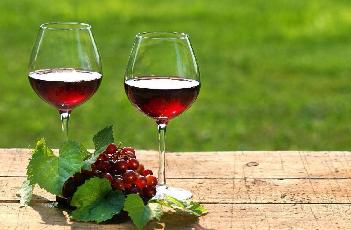 Czerwone wino i zęby